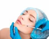 Woman receiving  botox injection — Stock Photo