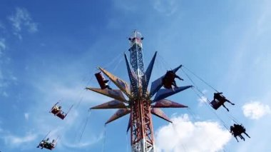 The chains carousel and blue sky — Stock Video