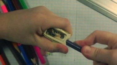 Childs hands sharpening a blue pencil — Stock Video