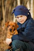 Happy little girl playing with big dog in the forest in autumn  — Foto Stock