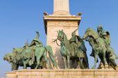 Estátuas de líderes húngaros de h de heroes' square, budapeste — Fotografia Stock