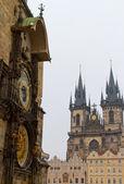 在太原和天文钟,布拉格,cz 之前圣母教堂 — 图库照片