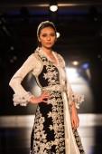 Zuhal Moda, Balkanlarin Buyulu Atesi Catwalk — Foto de Stock