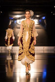 Zuhal Moda, Balkanlarin Buyulu Atesi Catwalk — Stock Photo