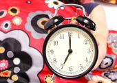 Seven o'clock indicated on the alarm clock — Stock Photo