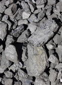 Heap of large and black coal lumps prepared for winter — Stock Photo