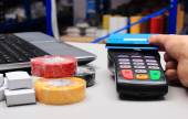 Paying with contactless credit card, NFC technology — Stock Photo