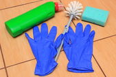 Příslušenství pro čištění koupelny na keramické podlahy — Stock fotografie