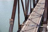 Antiga ponte ferroviária sobre o rio — Fotografia Stock