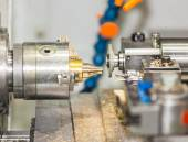 Operator turning and grinding brass autopart by cnc lathe — Foto de Stock