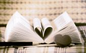 Heart book shaped — Stockfoto