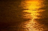 Golden shimmering Sea Water with wave,Sun light refection on sea — Stock Photo