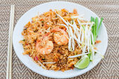Fried noodles thai style with prawns (pad thai) — Stock Photo