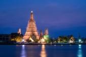 Temple of dawn (wat arun) in bangkok ,thailand renovate and repa — Stock Photo