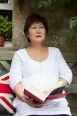Eastern woman reading — Stock Photo