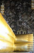 The golden Buddha at the temple of Wat Pho — Stock Photo