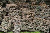 Garden and Buddha terracota — Stock Photo