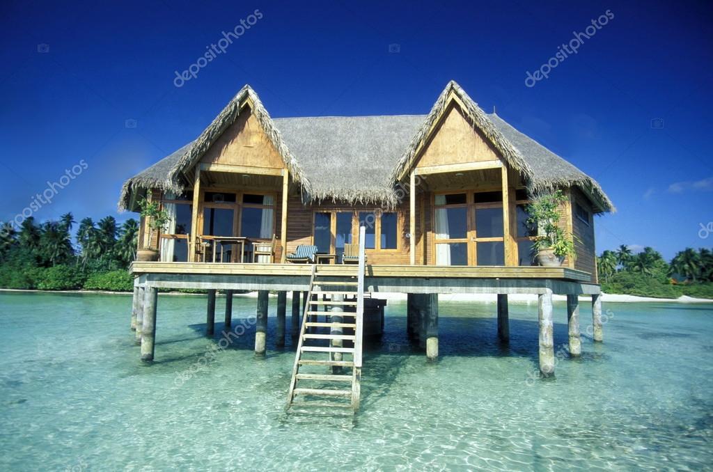 Bungalow sul mare dell 39 isola foto editoriale stock urf for Piani di casa del bungalow del sud