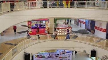 Tailândia, Koh Samui, de dezembro de 2014 - compras e centro de entretenimento - Alameda de compra — Vídeo stock