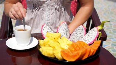 Close up Woman Having Healthy Breakfast with Fruits and Tea — Wideo stockowe