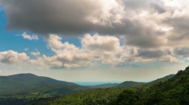 4K Time Lapse. Amazing view from the top of a mountain down to the sea. Clouds in Motion — Stock Video