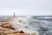 Big waves on the cliff — Zdjęcie stockowe