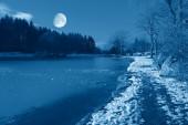 La luna en el cielo — Foto de Stock