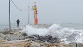 Storm on the pier — Stock Photo