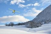 Samolot w locie w góry — Zdjęcie stockowe