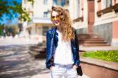 Young woman in round hipster sunglasses and leather jacket with — Stock Photo