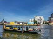 Ferry boat in Chao Phraya River — 图库照片