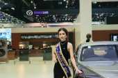 Rolls-Royce Pretty girl in the 36th Bangkok International Motor Show 2015 — Stock Photo