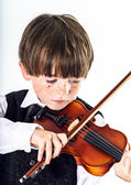 Red-haired preschooler boy with violin — Stockfoto