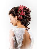 Beautiful bride with fashion wedding hairstyle — Stockfoto