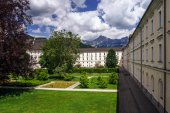 Big abbey buiilding in austrian Alps — Stockfoto