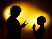 Two  expressive boy's silhouettes showing emotions using gesticu — Photo