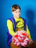 Teenage boy posing with bouquet of flowers — Stockfoto