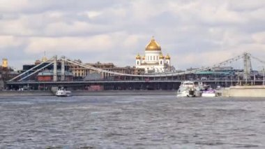 The Cathedral Of Christ The Savior view from Moscow river, timelapse 4k — Stock Video