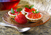 Tiny cupcakes with strawberry — Stock Photo