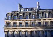 The upper floors of a residential building in Paris — Photo