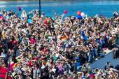 SEVASTOPOL, CRIMEA - MAY 9, 2015: A lot of people watching the parade in honor of the 70th anniversary of Victory Day, May 9, 2015 in Sevastopol — Stock Photo