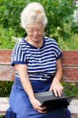 Senior woman looking at screen of laptop — Stock Photo