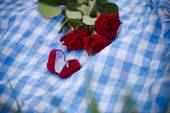 Wedding ring and roses bouquet — Foto Stock