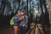 徒步旅行者在树林里几个 — 图库照片