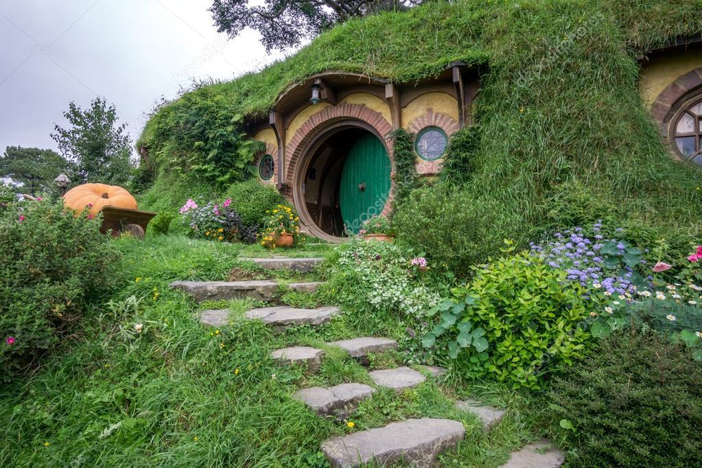 Casa de bilbo bols n foto editorial de stock - La casa de los hobbits ...