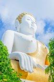 Altın buddha heykeli Tay Tapınak, Tayland — Stok fotoğraf