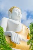 Guld buddha staty i thailändska templet, thailand — Stockfoto