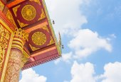 Old temple with white cloud and blue sky.  — Stock Photo