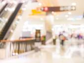 Escalators at the modern shopping mall. — Stock Photo