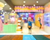 Blurred image of shopping mall — Stock Photo